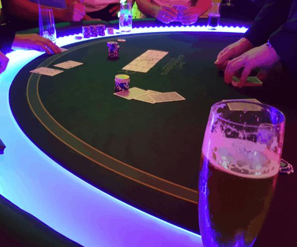 Poker Tisch Dealer